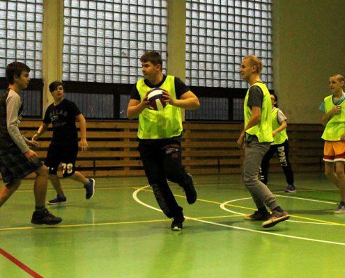 Míčové hry v tělocviku